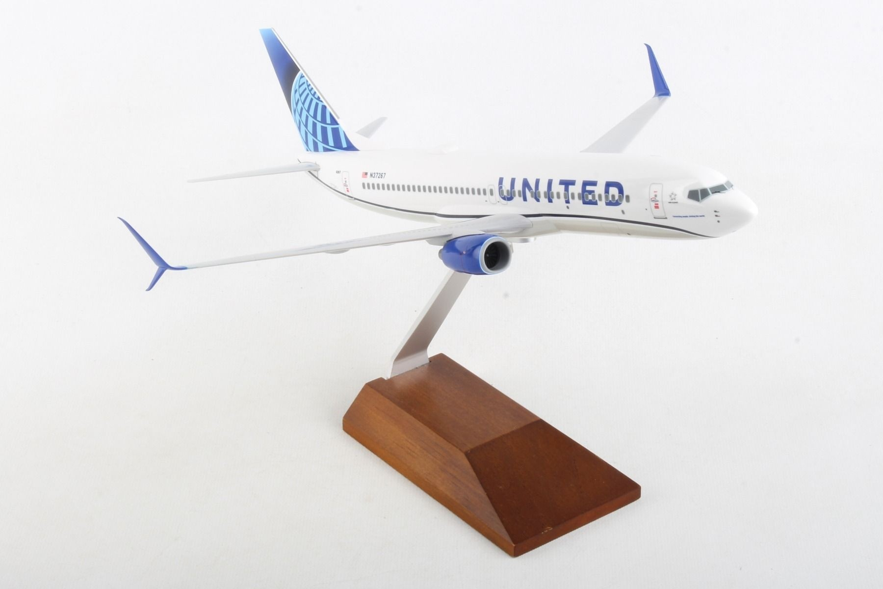 SKYMARKS UNITED 737-800 2019 NEW LIVERY
